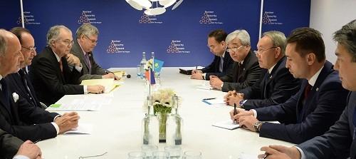 Глава РК провел переговоры с Франсуа Олландом