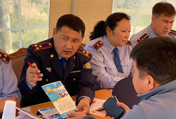 В Алматинской области проходит акция «Приемная на дороге»