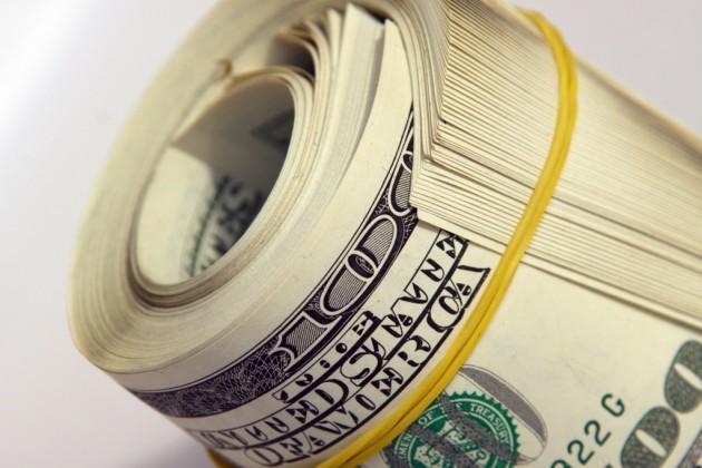 Курс доллара в обменных пунктах Алматы достиг 185,65 тенге