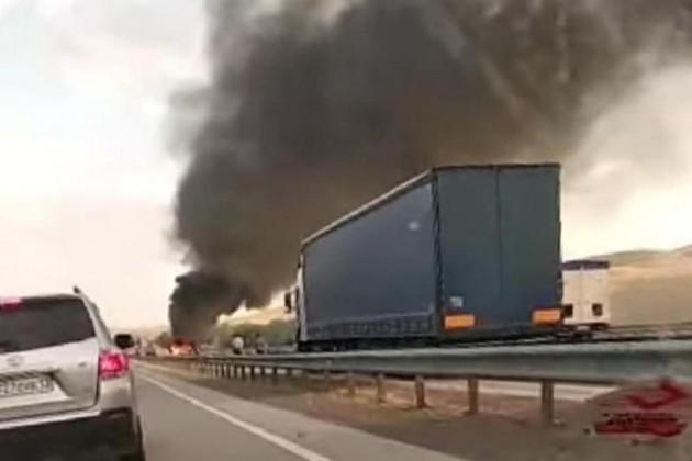 В Туркестанской области грузовик столкнулся с двумя автомобилями