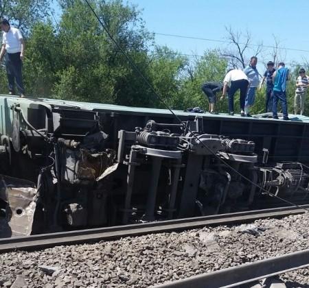Сход вагонов: погиб один пассажир, 14— пострадали