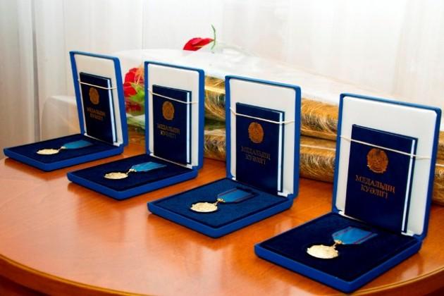 Министр обороны вручил госнаграды родителям погибших военнослужащих