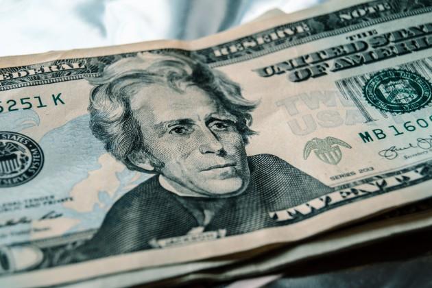 Доллар подешевел до 383 тенге