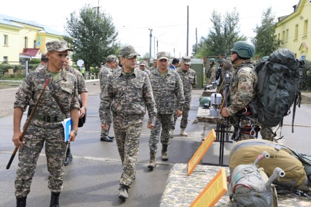 Министр обороны проверил воинские части ВКО
