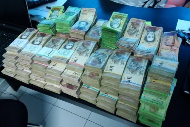 Инфляция вВенесуэле загод превысила 13700%