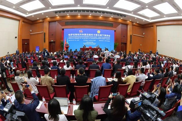Президент выступил с лекцией в Китайской академии