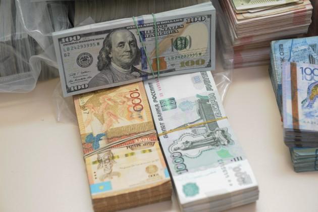 Российский рубль вернул популярность указахстанцев
