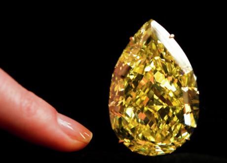 Редкий оранжевый бриллиант был продан за $31,5 млн