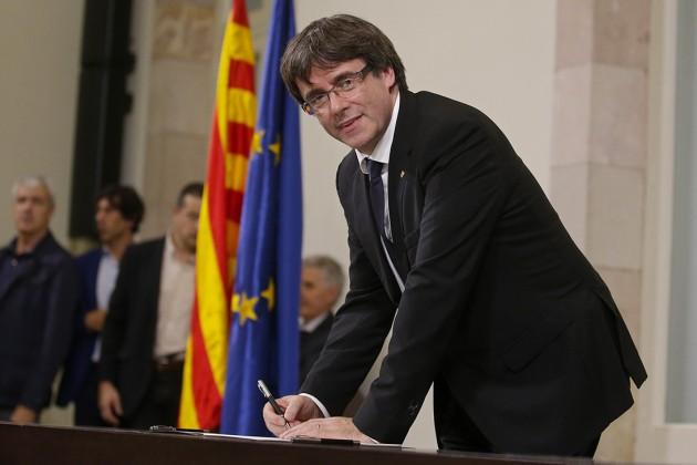 Власти Каталонии подписали декларацию онезависимости