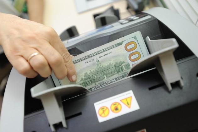 На утренней сессии доллар торговался по 376,2 тенге