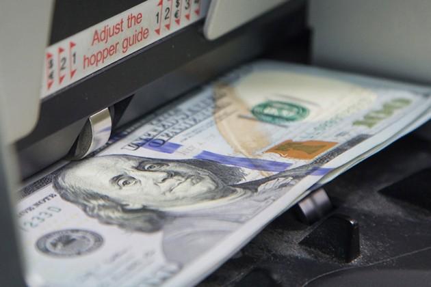Казахстанцы воктябре купили меньше долларов вобменниках