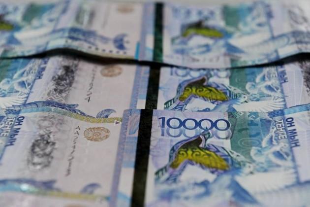 Сумма вносимых казахстанцами денег для легализации близится к триллиону тенге