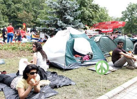 Протестующим больше не позволят находиться в парке Гези