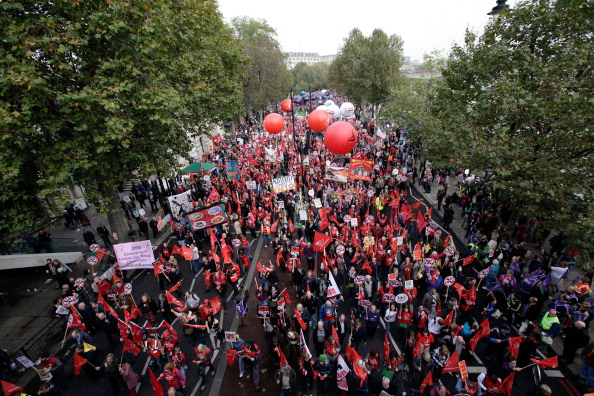 100 тыс. жителей Лондона выступили против экономии