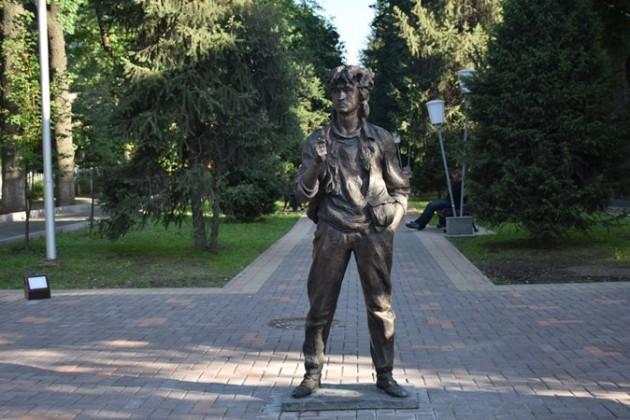 ВАлматы появился памятник Виктору Цою