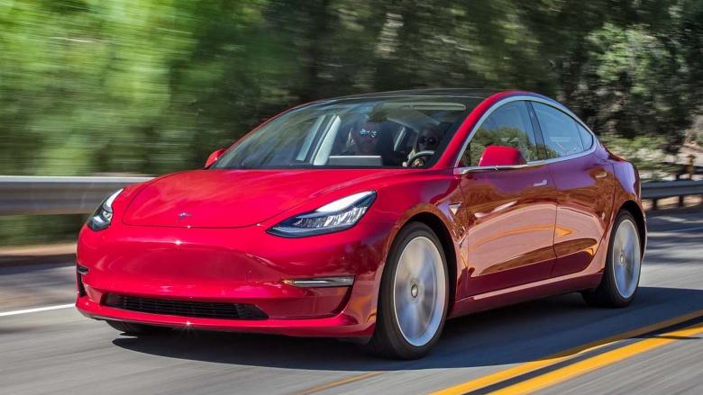 Стало известно, когда будет представлена флагманская версия Tesla Model 3