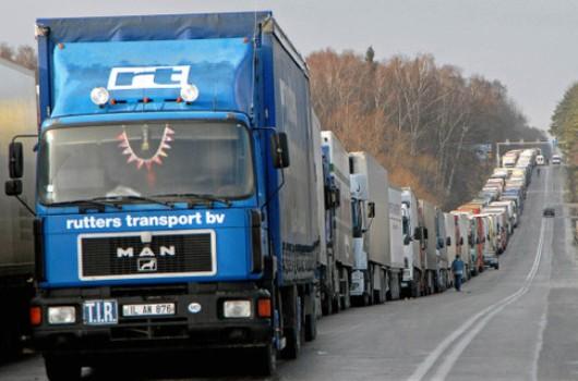 140 грузовиков не могут въехать в Узбекистан