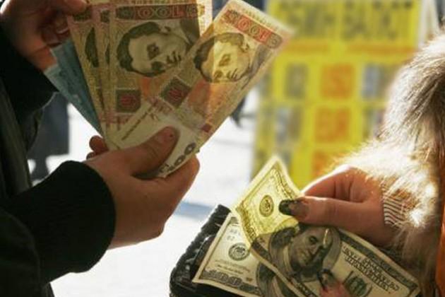 В Украине ведут валютную войну с Западом
