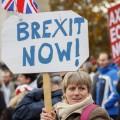 Почти 400тысяч британцев подписали петицию завыход изЕС