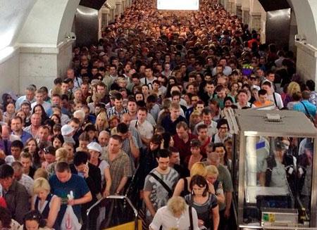Пострадавшие при пожаре в метро Москвы получат компенсацию