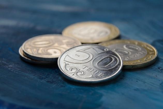На KASE доллар торгуется по 385,5 тенге