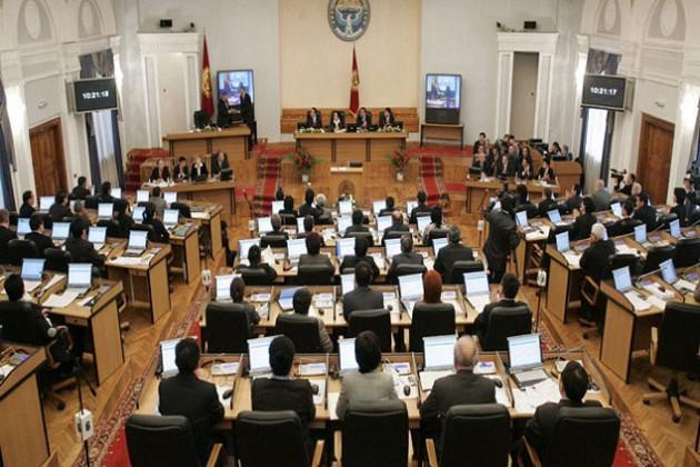 Отставку премьера требуют депутаты за Кыргызгаз
