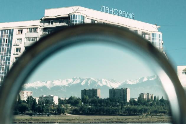 Иностранные туристы приезжают в Алматы за шопингом