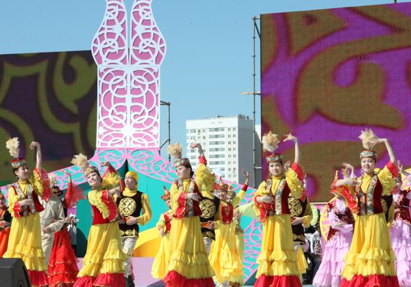 В Астане празднуют День единства народа Казахстана
